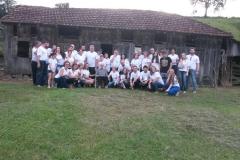 Familiares de Antonio Stona visitam a casa na Saxonia